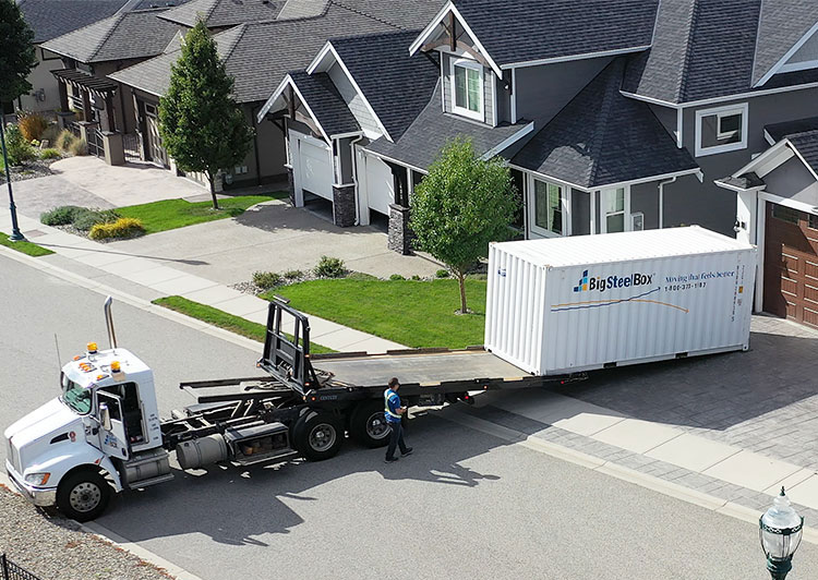BigSteelBox delivering a moving container